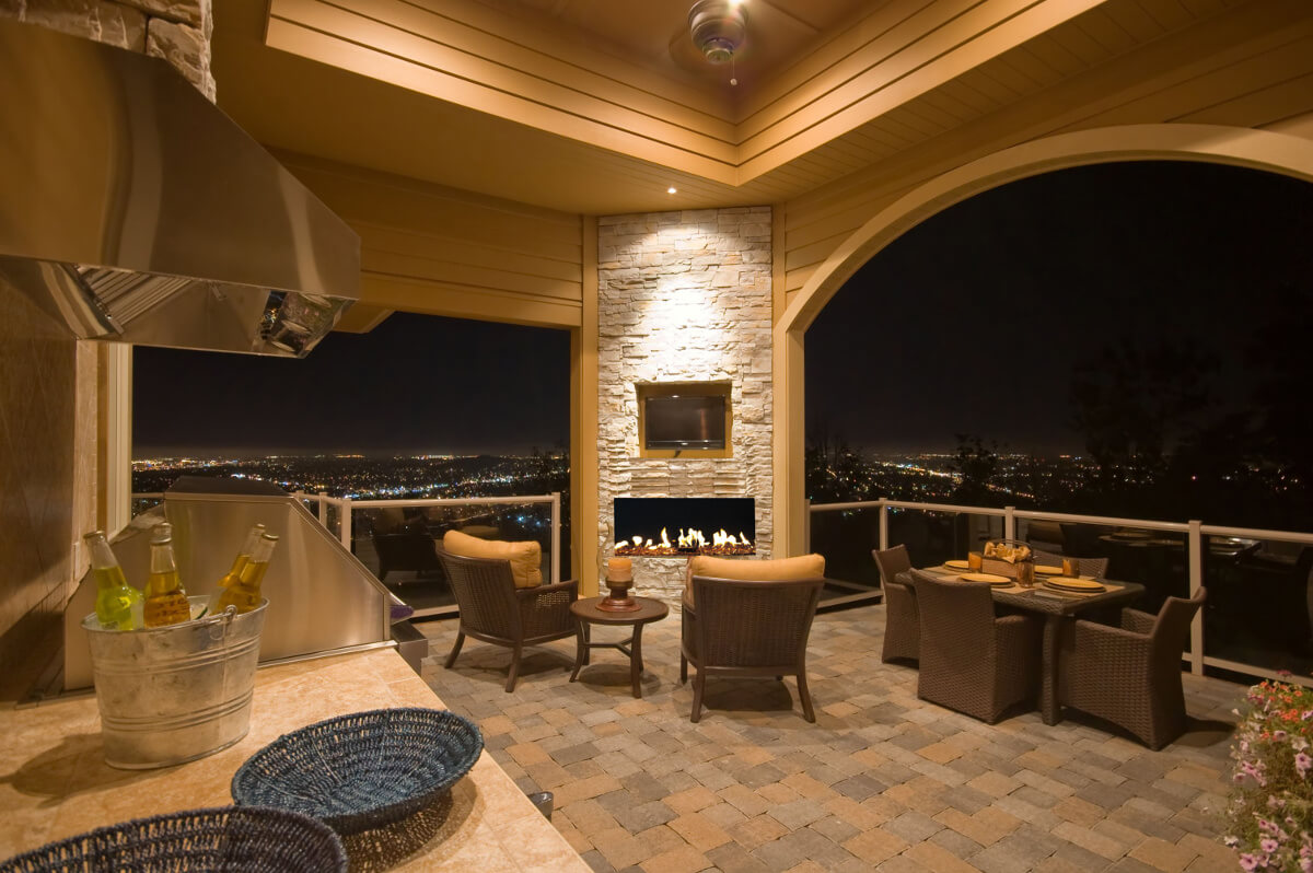 Frameless outdoor fireplace
