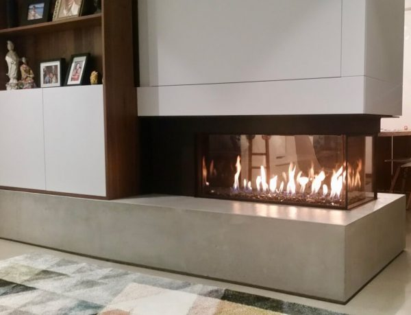 Flare three-sided fireplace